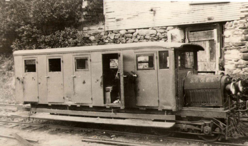 old photo of Sandy River & Rangeley Lakes Railbus #4